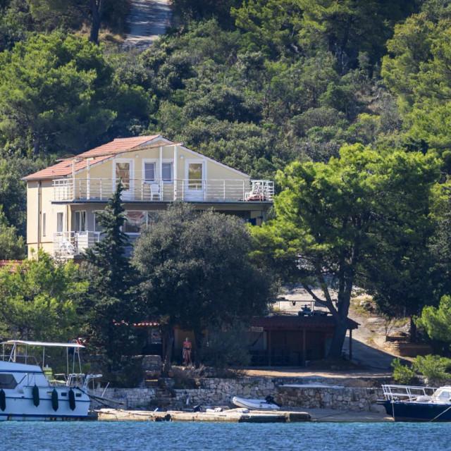 Obiteljska kuća Zoltana K. smještena je na osami između predjela Laz i Šparadića, kraj Šibenika<br />