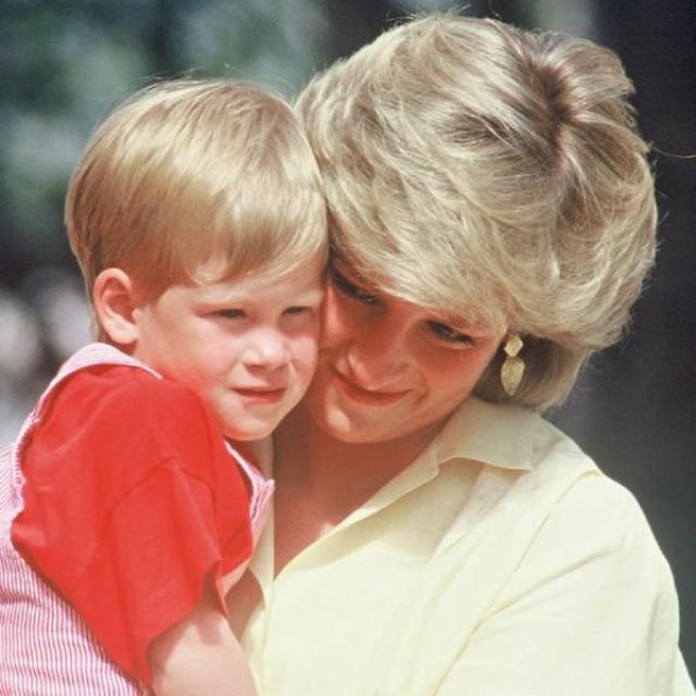Lady Diana: brižna majka s ljubavnim životom prepunim intriga