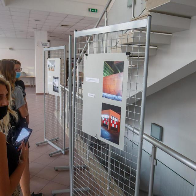 Split, 140920.<br /> Izlozba fotografija Split u planovima studenata i alumnija splitske Umjetnicke akademije otvorena je u Gradskoj knjiznici Marka Marulica.<br />