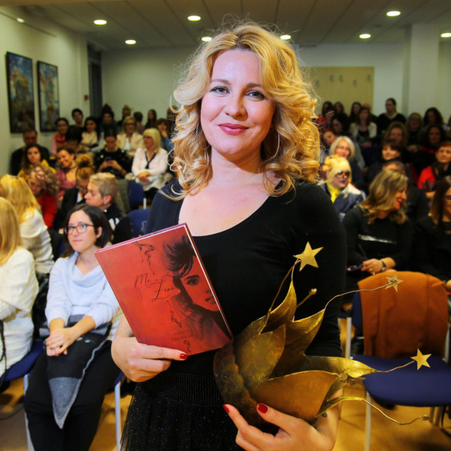 Nataša Jukić pomoćnica je u nastavi, članica je Društva hrvatskih književnika za djecu i mlade, autorica šest knjiga i majstorica neurolingvističkog programiranja