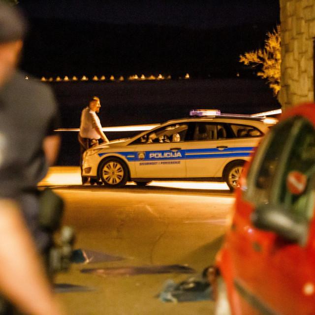 Poprište pucnjaveu Kaštel Kambelovcu, pri čemu je jedan život bespovratno ugašen, a dvije su osobe teže ozlijeđene