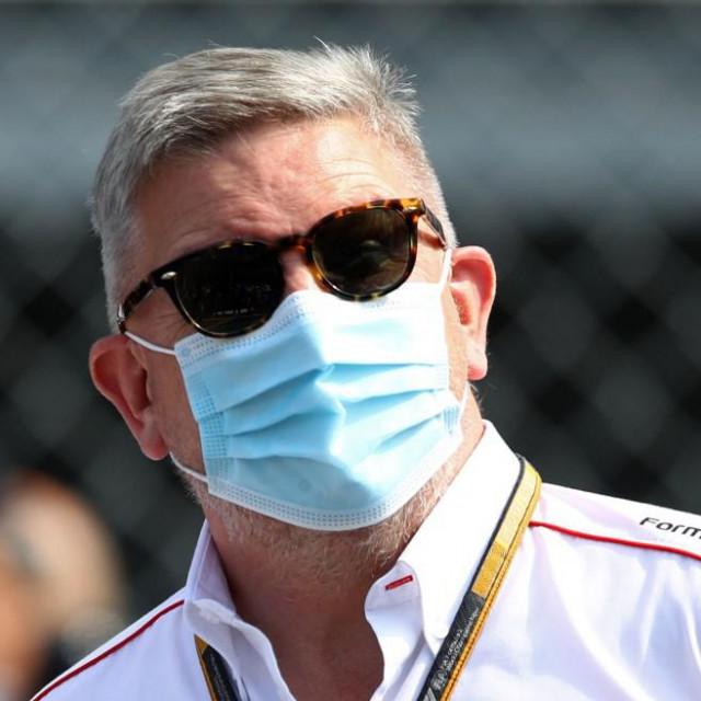 Ross Brawn bio je tehnički direktor u momčadima u kojima je Michael Schumacher vozio, i to kod svih sedam titula
