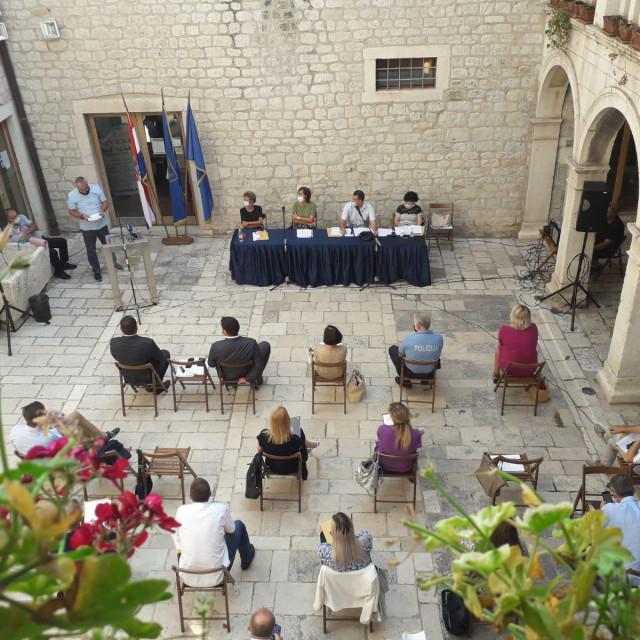 Sjednica Gradskog vijeća održana je na otvorenom