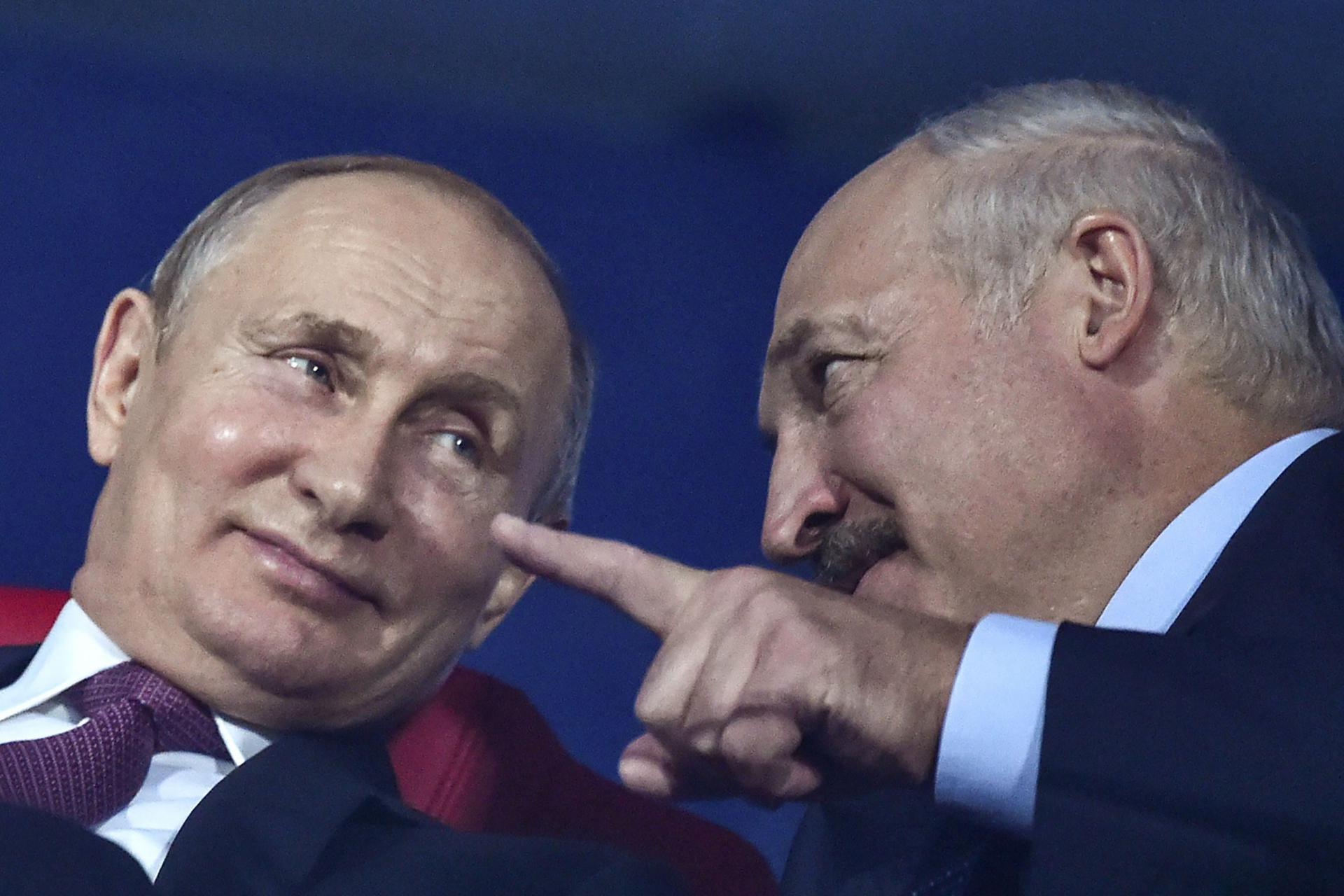 Lukashenko asked Putin to supply new types of weapons to Belarus