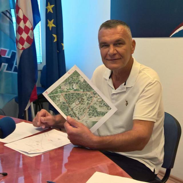 N. Dujić na press konferenciji