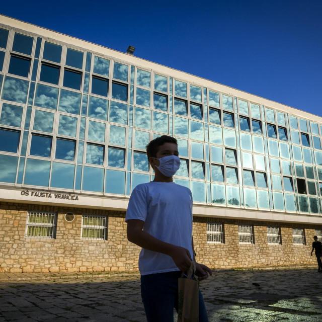 OŠ Fausta Vrančića - na nastavu sa zaštitnom maskom