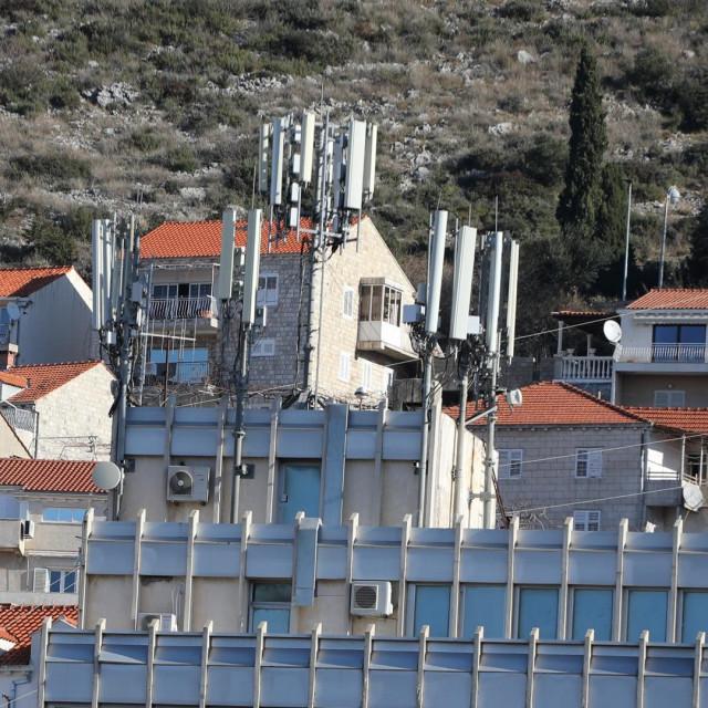 Antene teleoperatera na HEP-ovoj zgradi u Šipćinama