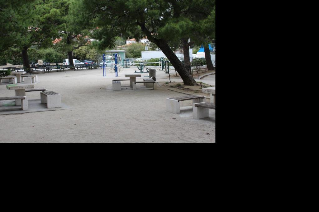 Sugrađani se pridržavaju odredbi Stožera Civilne zaštite te su riva i park na Batali ovih dana neobično pusti