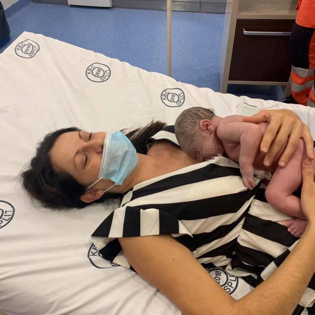 Rodilja Milka Španjić sa svojim sinčićem