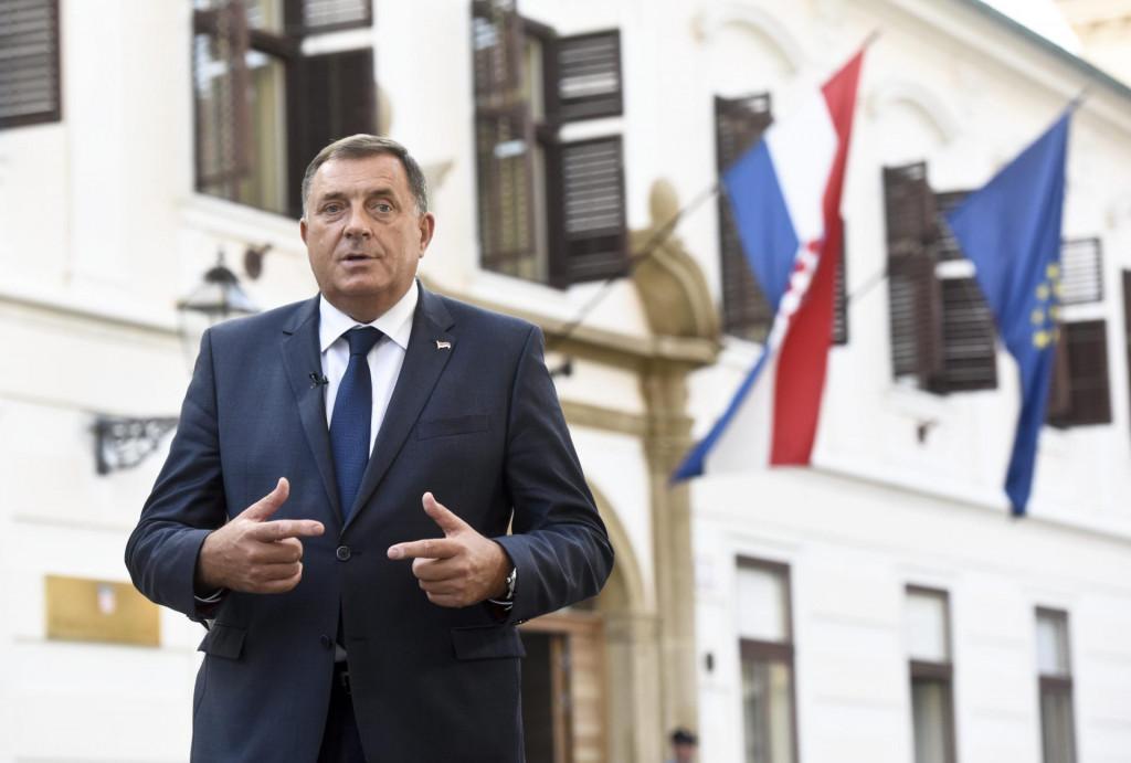 Milorad Dodik na Trgu sv. Marka u Zagrebu nakon razgovora s hrvatskim državnim vrhom<br />