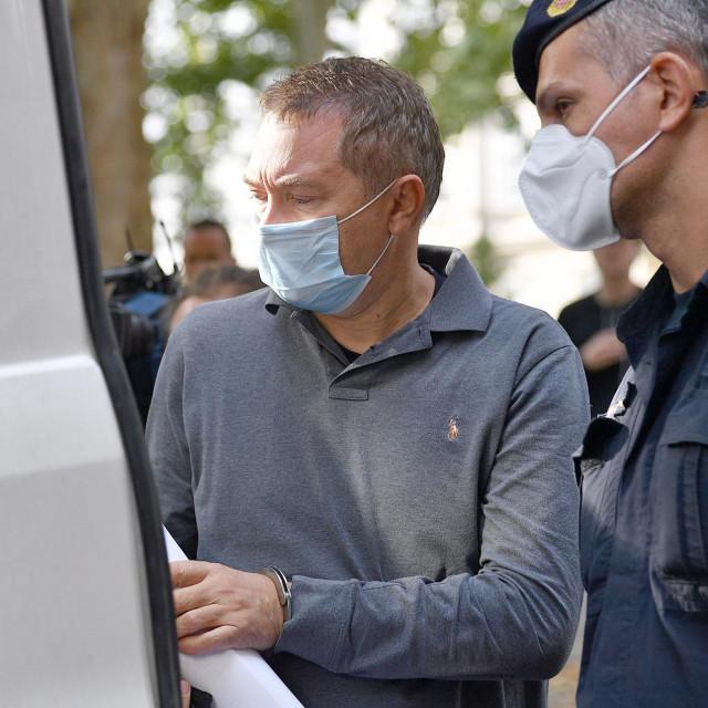 Dragan Kovačević u pratnji policije