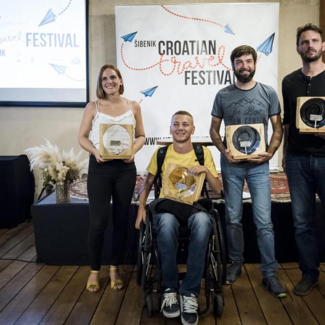 <br /> Na fotografiji: Nagradjeni: Tea Grginovic, Slaven Skrobot, Nikola Horvat i Hrvoje Ivancic.<br />