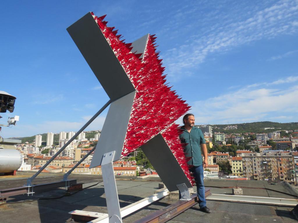Crvena zvijezda na Riječkom neboderu
