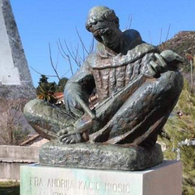 Spomenik fra Andriji Kačiću Miošiću ispred crkve sv. Margarite u rodnom Bristu (djelo Ivana Meštrovića) i nadgrobna ploča u zaostroškom samostanu.