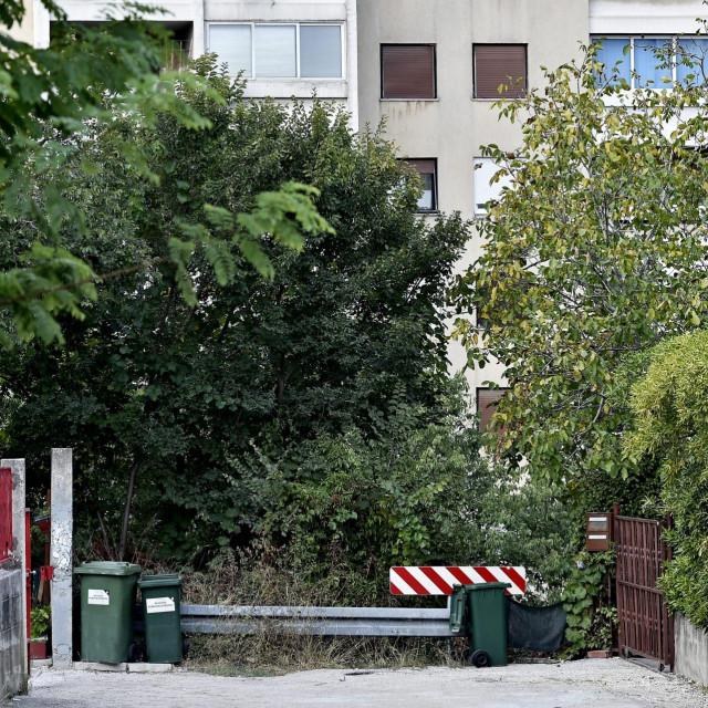 Da nije nezaobilaznih blokova, na kmanskoj strani sve je navlas isto kao i prilikom izgradnje Dubrovačke ulice