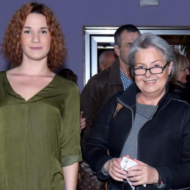 """Ljiljana Saucha u društvu Ree Kamenski na premijeri predstave """"Brodolomke"""""""