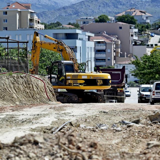 Bageri prokopavaju Primoštensku ulicu<br />