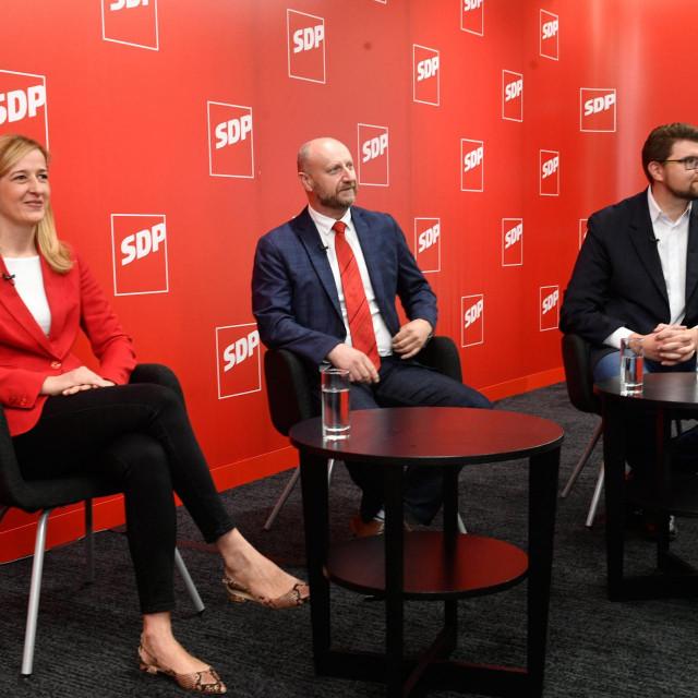 Mirela Ahmetovic, Željko Kolarić i Peđa Grbin snimljeni za sučeljavanja u organizaciji Hanza Medije. Ranko Ostojić u tom trenutku još nije bio istaknuo svoju kandidaturu<br />