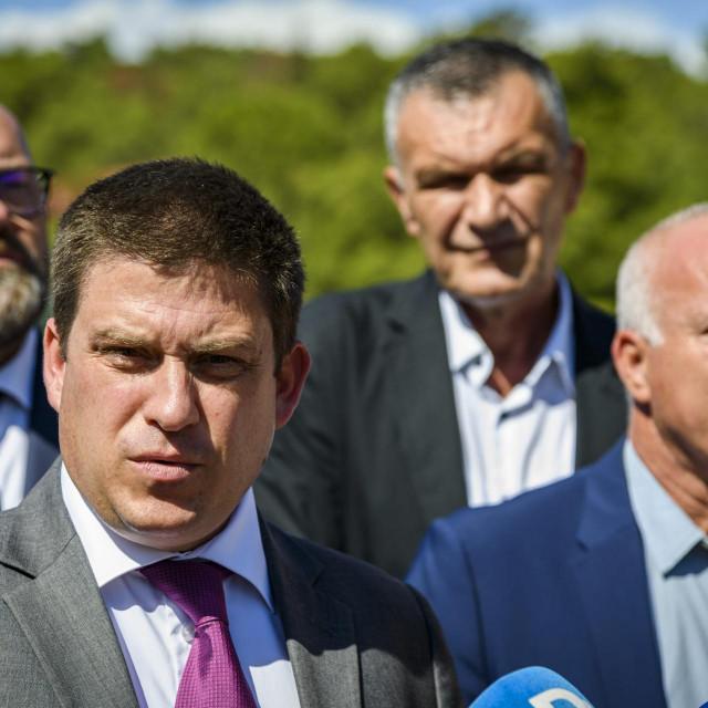 Sibenik, 230920.<br /> Ministar prometa Oleg Butkovic obisao je radove na projektu rekonstrukcije raskrizja Rokici na ulazu u grad Sibenik.<br /> Na fotografiji: Oleg Butkovic.<br />