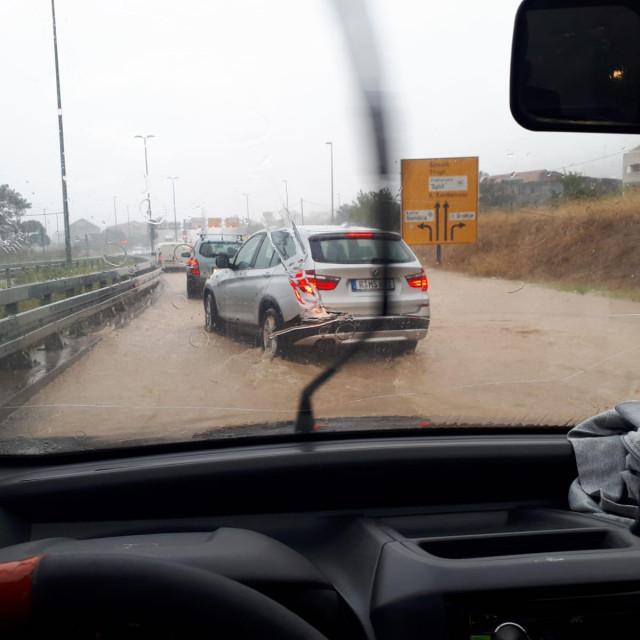 Poplavljene prometnice u Kaštelima
