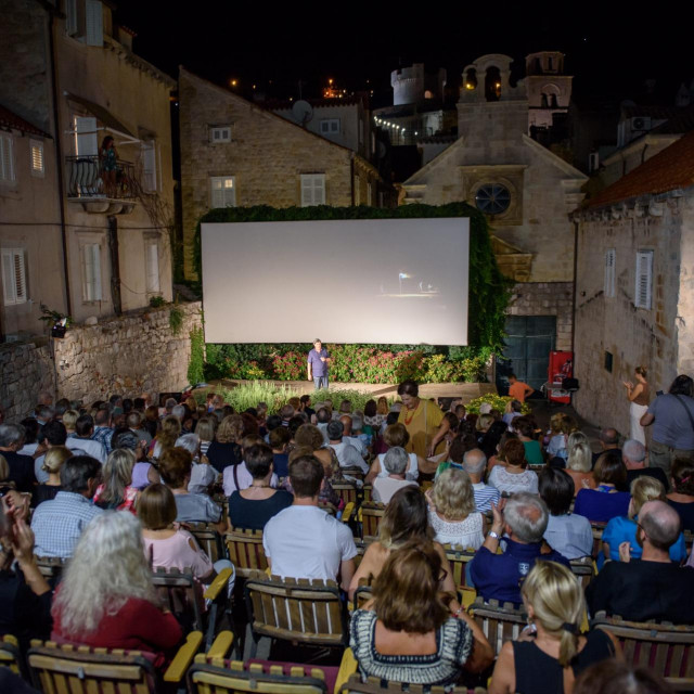 U ljetnom kinu Jadran