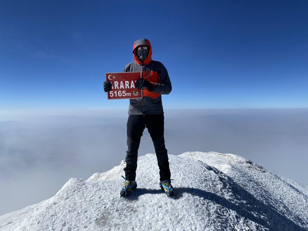 Albert Gregov Grunf, putopis, uspon na Ararat, HPD Sniježnica