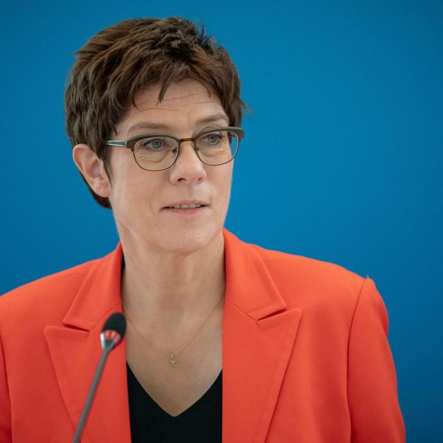 Njemačka ministrica obrane Annegret Kramp-Kareenbauer odlučila je smijeniti Christofa Gramma 'uz njegov pristanak'<br />