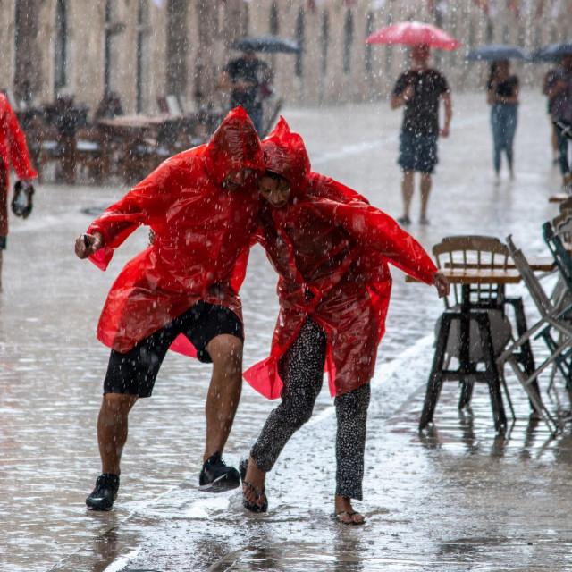 Dubrovnik, 18.08.2020.<br /> Nevrijeme praceno jakom kisom zahvatilo je i dubrovacko podrucje.<br />