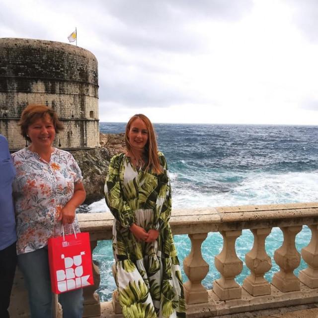 Direktorica TZ Dubrovnika Ana Hrnić i bračni par Pipić, dobitnici nagradnog natječaja