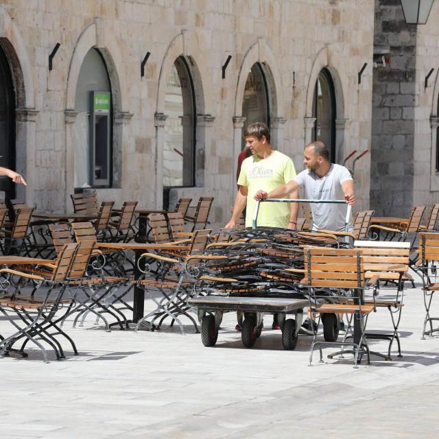 Dubrovnik, 090520<br /> Dubrovacki ugostitelji zapoceli s pripremama za nadolazece otvaranje svojih objekata.<br /> na fotografiji: Ante Vlasic<br />