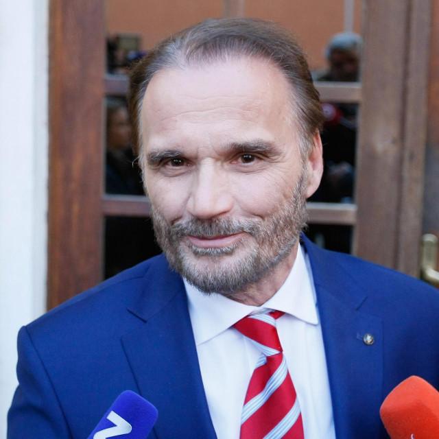 Rijeka, 260319.<br /> Ante Nobilo, odvjetnik privedenog bivseg predsjednika uprave grupe Uljanik Giannia Rossanda, dao izjavu medijima.<br />