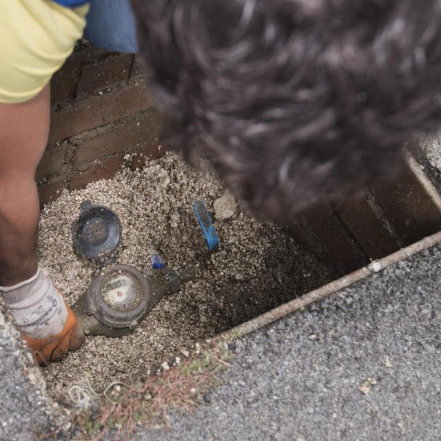 Splitska gradska tvrtka Vodovod i kanalizacija danas je krenula u akciju sprijecavanja ilegalnog koristenja gradskog vodovoda te su se odspajali svi oni koji nisu imali urednu dokumentaciju.<br />