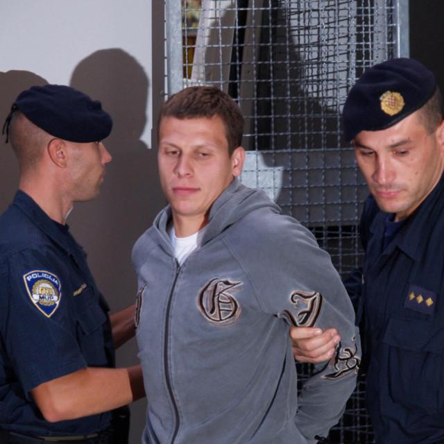 Policija je Modrića privodila i 2007. godine zbog sumnje da je zapalio vozila u vlasništvu odvjetnika Davora Buljana