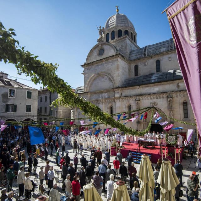<br /> Svečanom procesijom i sv. misom proslavljena je svetkovina Sv. Mihovila zaštitnika grada Šibenika i šibenske biskupije.<br />