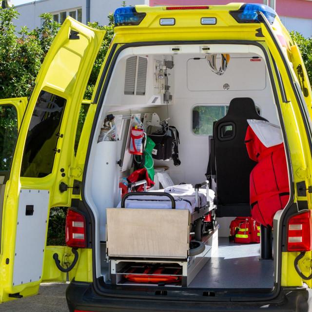 <br /> Vozila Hitne pomoći čekaju intervenciju