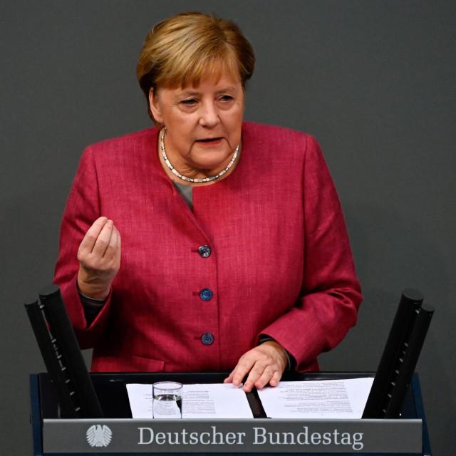 Angela Merkel:Sigurna sam da će se život, kakvog smo poznavali, vratiti