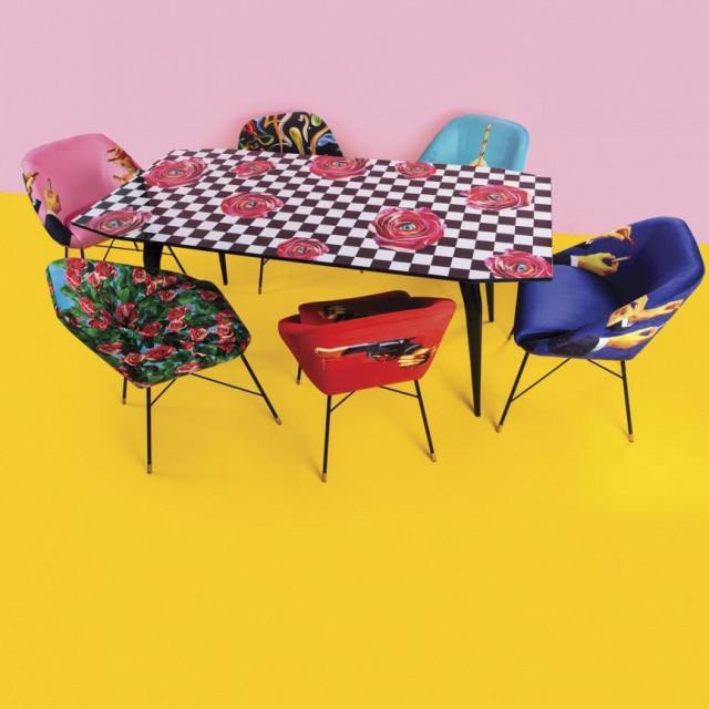 Toiletpapare stol i stolice za nekonvencionalnu blagovaonicu