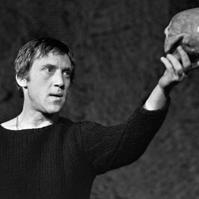 U samo 42 godine Vladimir Visocki napisao je 600 pjesama, glumio u kazalištu i na filmu te bio kantautor