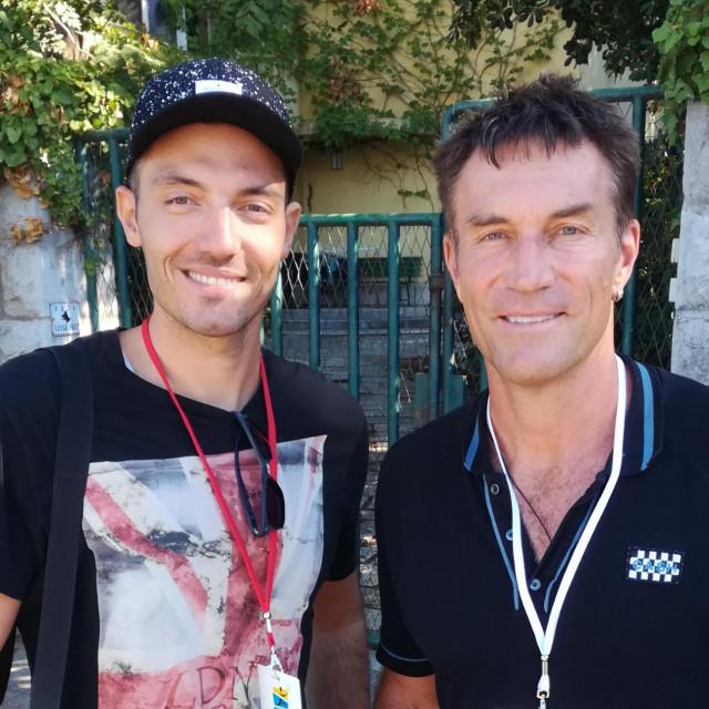 Smješak, snima se - naš novinar i Pat Cash kod teniskih terena na Firulama