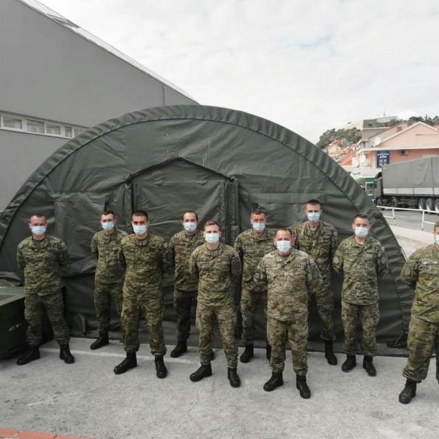 Hrvatska vojska postavila šator Alaska ispred šibenske bolnice