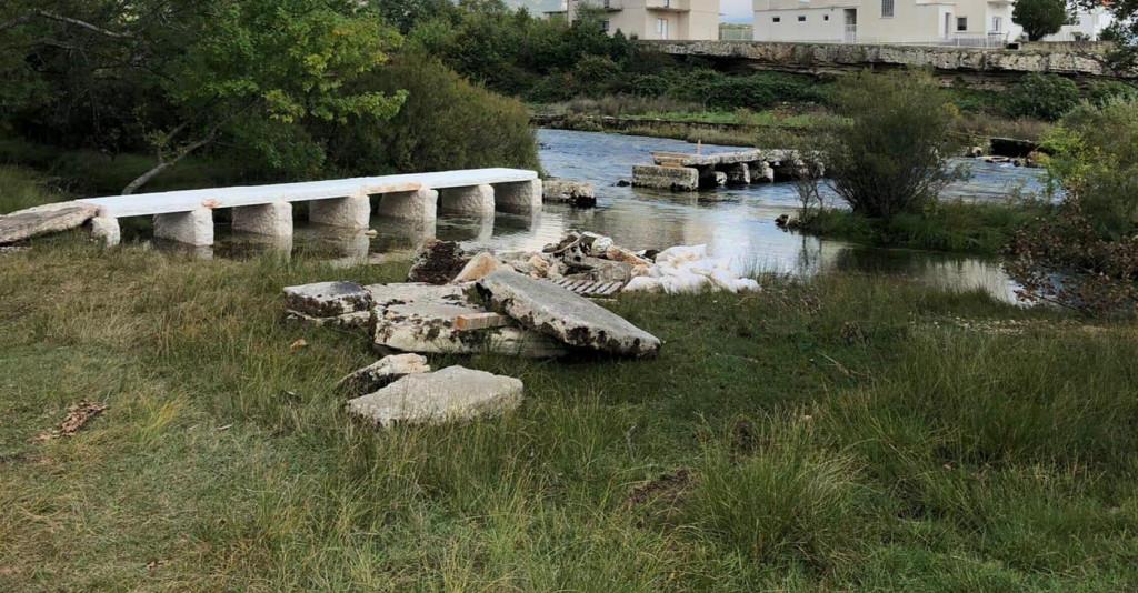 Pločasti most preko Cetine se - ruši?!