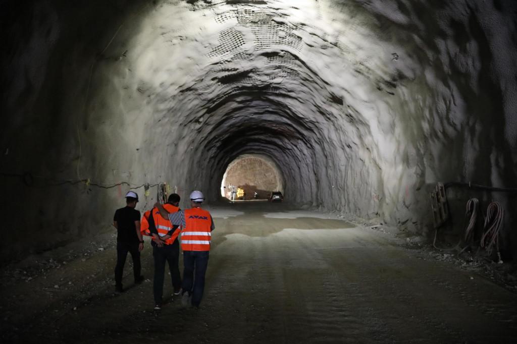 Do sada je izbušeno 150 metara glavne cijevi 1,3 km dugog tunela Polakovica