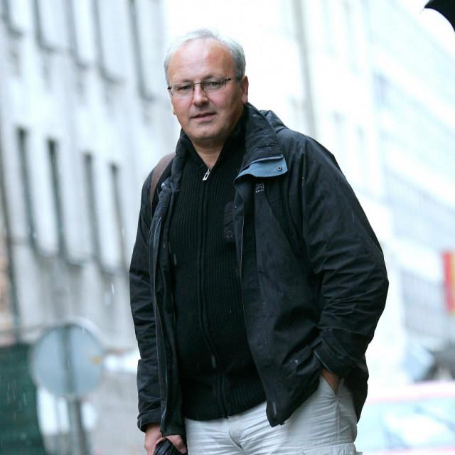 """Matej Šurc autor je trilogije """"V imenu drzave"""" koja govori o krijumčarenju oružja i deviza za vrijeme Domovinskog rata"""
