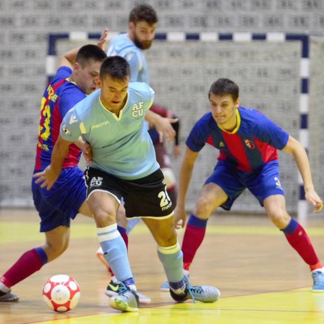 Zadnji ogled Squarea i AFC Universitasa završio je pobjedom 'crveno plavih' na splitskim Gripama 9:7 foto: Tonči Vlašić