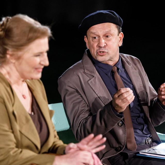 Snježana Sinovčić Šiškov i Trpimir Jurkić kao Greta i Petar, sažvakani intenzivnim tranzicijskim događanjima i obilježeni osobnim tragedijama<br />
