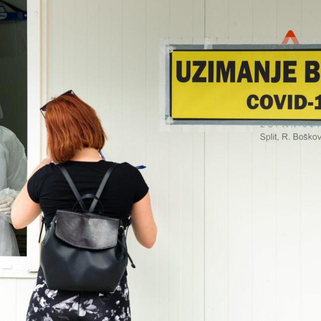 Split, 051020.<br /> Gradjani dolaze na testiranje na Koronavirus u posebnoj Covid ambulanti u krugu bolnice Krizine.<br />