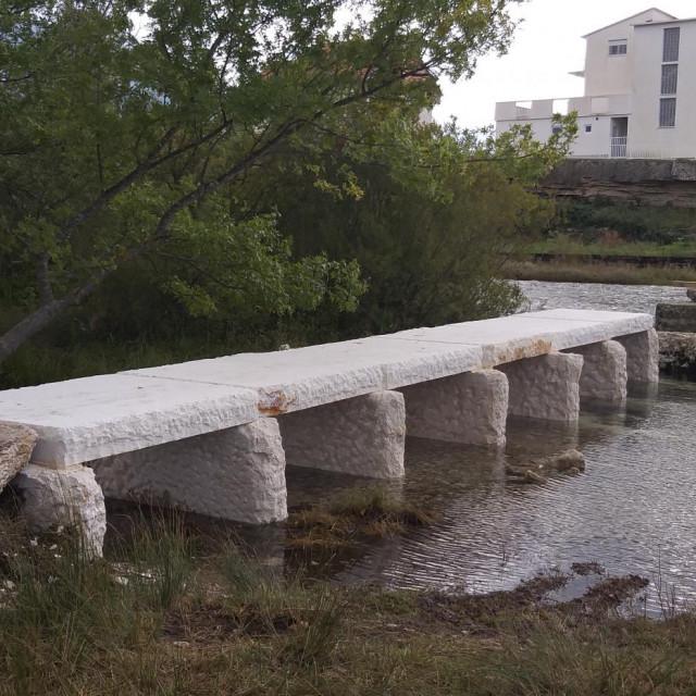 I dalje se inzistira na tome da Pločasti most danas ima više uporabnu nego povijesnu vrijednost, iako uz njega postoji novi, ne baš tako davno izgrađen, i za pješake i za vozila