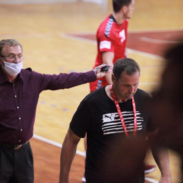 Delegat utakmice Vojo Musulin iz Kaštel Gomilice i trener RKHM Dubrovnik Zdravko Medić foto: Tonči Vlašić