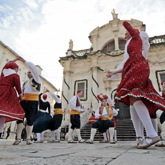 Folklorni ansambl Linđo, odgođena proslava 55. obljetnice postojanja