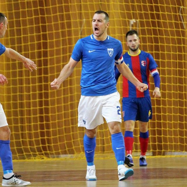Hrvoje Penava (Futsal Dinamo) slavi, tuguje kapetan Squarea Hrvoje Cvjetković foto: Tonči Vlašić
